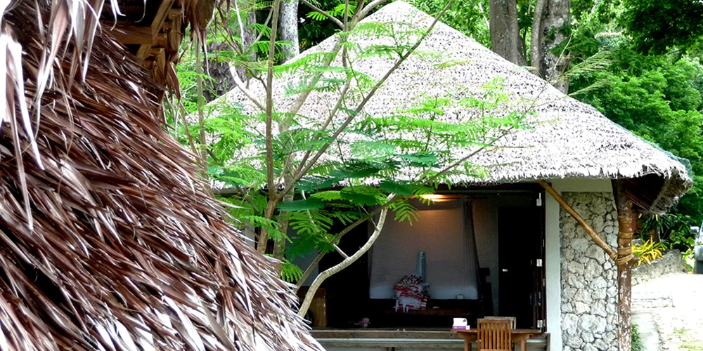 Stay in an genuine tropical bungalow that is attuned to the south pacific setting at Efate Island in Vanuatu